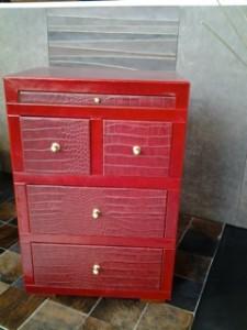 Gabinete en cuero rojo