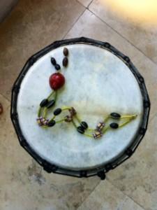 Collar semillas algarrobo: boca de pez en tambor